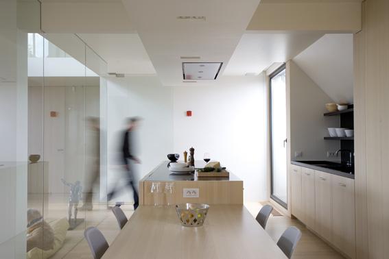 бельгийский минимализм -встроенная в нишу кухня