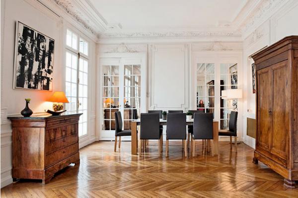 парижский стиль в интерьере смешение классики и современности старинный комод и шкаф