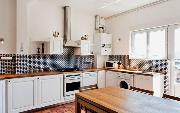 парижский стиль в интерьере кухня черно-белый фартук