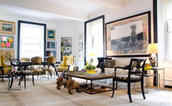 обработанная крупная фотография в интерьере гостиной- тигрята