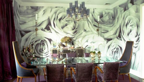 черно-белая фотография в интерьере столовой- крупный принт на всю стену - розы