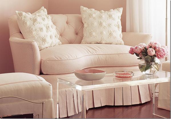 женский интерьер - розовый диван