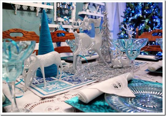 белый и синий в декоре праздничного стола