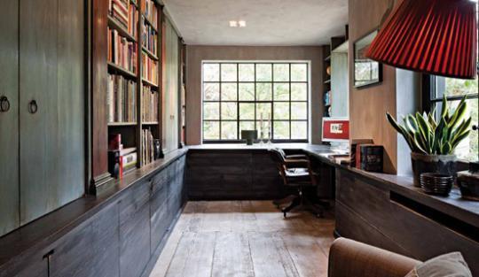 Состаренные деревянные полы и отделка в бельгийском интерьере