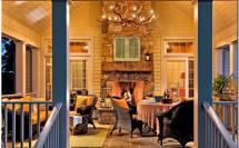 терраса загородного дома с камином и обеденным столом