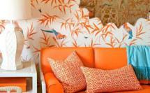 яркие акценты в интерьере - контраст белого, оранжевого и голубого