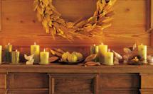 осенний декор венок из сухих колосьев и листьев и свечи